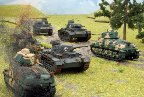 SOMUA shoot it out with Panzer III E