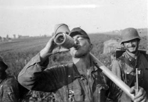 A Nederland soldier stops for a drink