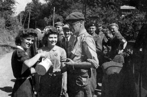 Belgian greet the liberated locals
