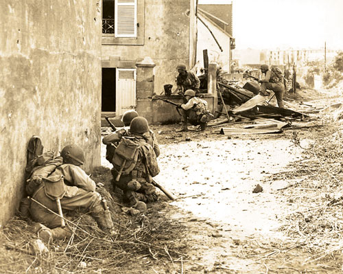 Men of the 2nd Infantry Division fighting in the streets