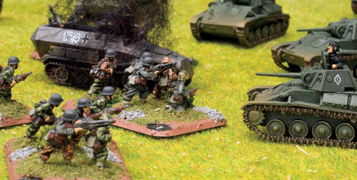SS-Panzergrenadiers take on Soviet T-70 light tanks