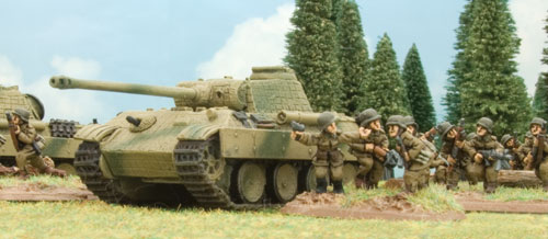 Hungarian infantry and Panthers