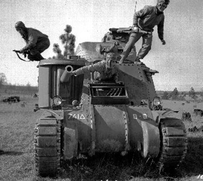 M3 Lee crews practicing rapid evacuation