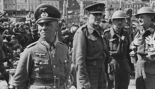 Rommel with his British prisoners at Cherbourg