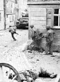 US Infantry take a French town