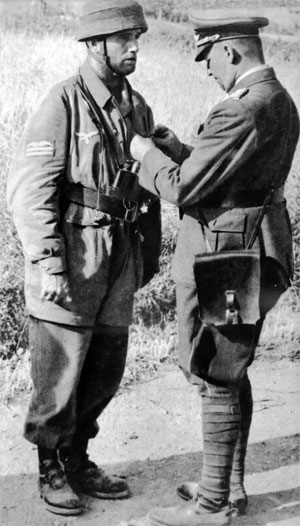 A Fallschirmjäger gets a decoration.