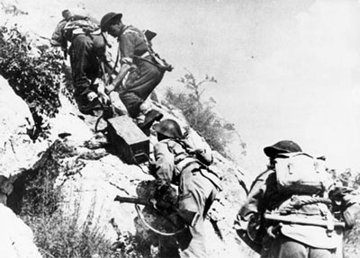 Commonwealth troops climb to the next ridge!