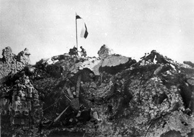 Raising the flag at Monte Cassino