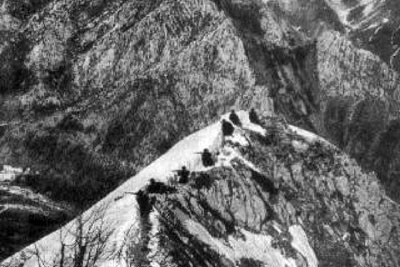 A view of an Alpini squad garrisoning a mountaintop.