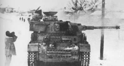 A Panzer IV stops to look for Soviet movement