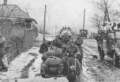 SS troops on the outskirts of Kharkov