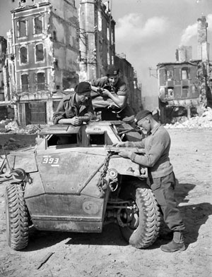 Humber I scout car receiving orders, Falaise