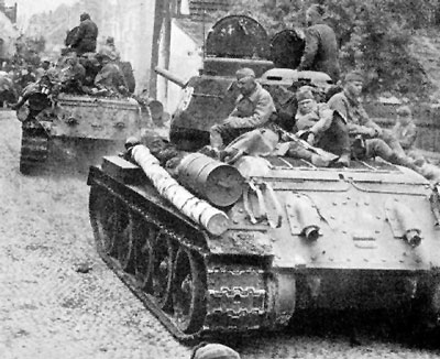 T-34/85 tanks with tank riders