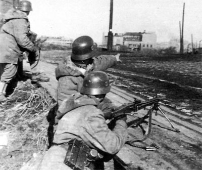 MG42 team hold a position