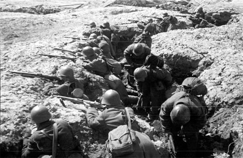 Soviet defenders dug-in