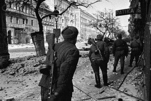 Soviet infantry in Budapest