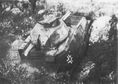 A captured SOMUA S-35 fitted to the two-piece hatch