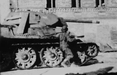 T-34 mod 1941/42 with Kill rings painted on the turret.