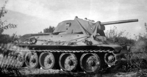 T-34 mod 1941/42 using a flag that's tied down over the front of the turret.
