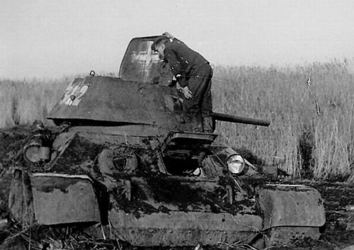 T-34 mod 1941/42 using a three-digit number on the rear panel of the turret.