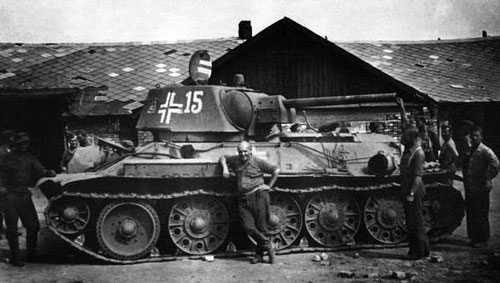 : T-34 mod 1942/43 using a two-digit number on the side (Front section) of the turret.