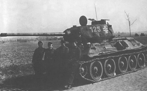 T-34/85 using a three-digit number on the side (Front section) of the turret.