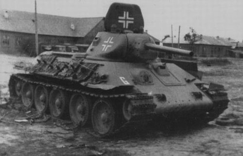T-34 mod 1941/42 using a German Cross on the side (Front section) of the turret, and on the turret hatch (Front Section).