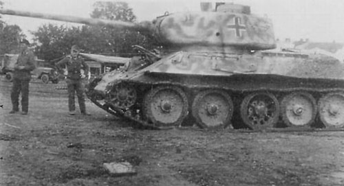 T-34/85 using a German Cross on the side (Mid section) of the turret.