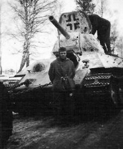T-34 mod 1941/42 using a German Cross painted only with black.