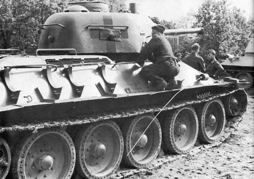 T-34 mod 1942/43 using a solid black German Crosses.