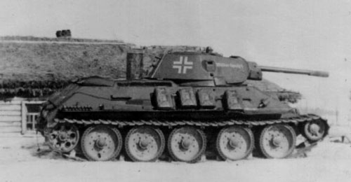 "T-34 mod 1941/42 with some writing on the side (Front section) of the turret. ""Wilder Spatz"""