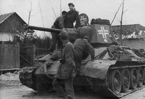 T-34 mod 1942/43 with a Divisional Insignia on the side (Front section) of the turret.