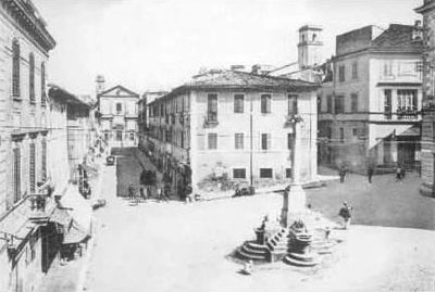 A square near Orsini Castle.
