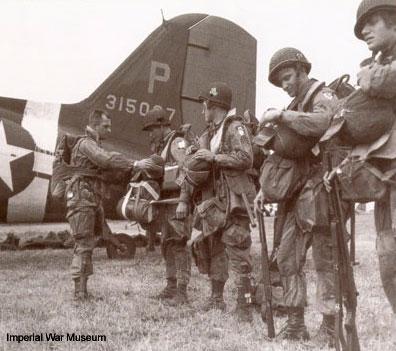 القوات المحمولة جوا فى الحرب واهميتها US-Paras-prepare