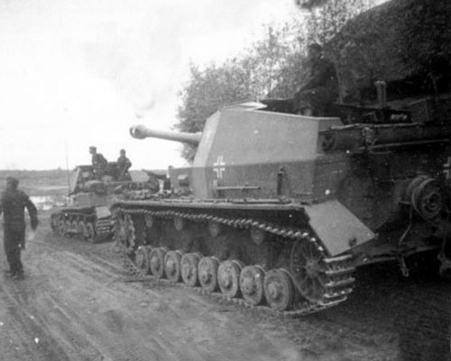 Dicker Max on the move with a Panzerjager I